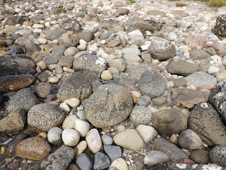 Kövek a skót tenger partján