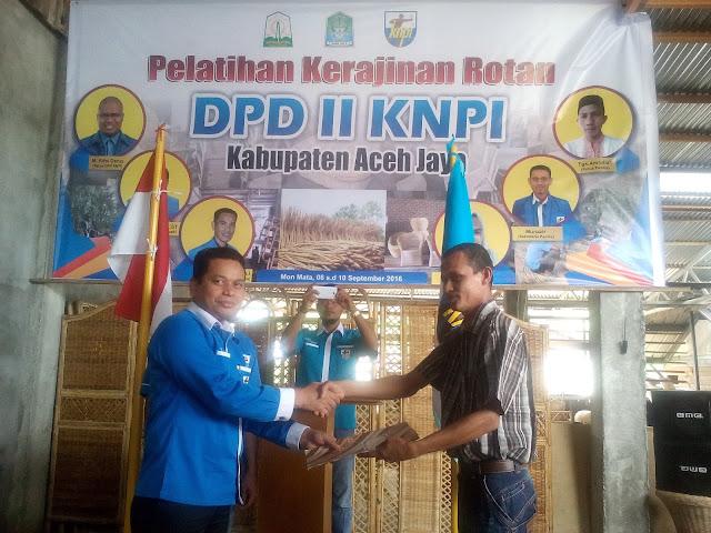 KNPI Adakan Pelatihan Kerajinan Rotan di Aceh Jaya