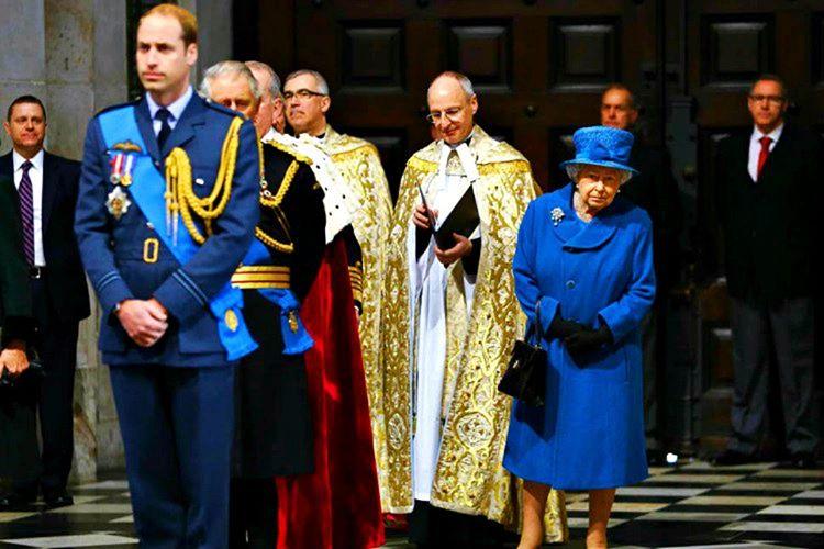 Kraliyet kanunları gereği kraliçe ve öteki aile bireyleri seçimlerde oy verememektedir.