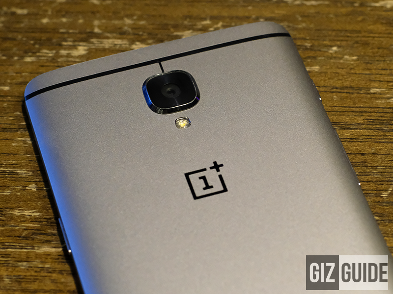 Main camera and OnePlus logo behind