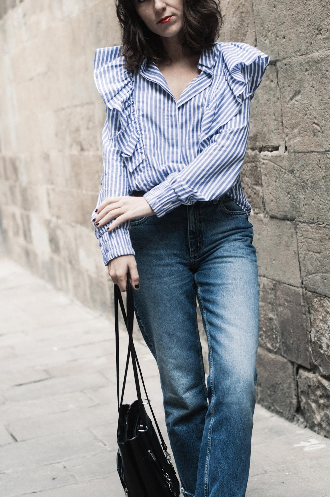 Camisa Bershka, jeans & Other Stories, mocasines slip-on H&M