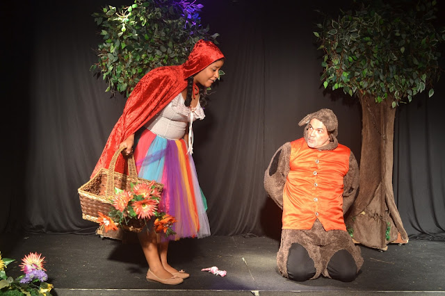 Cia. de Teatro Gil Santana apresenta clássicos infantis no Ciranda Café