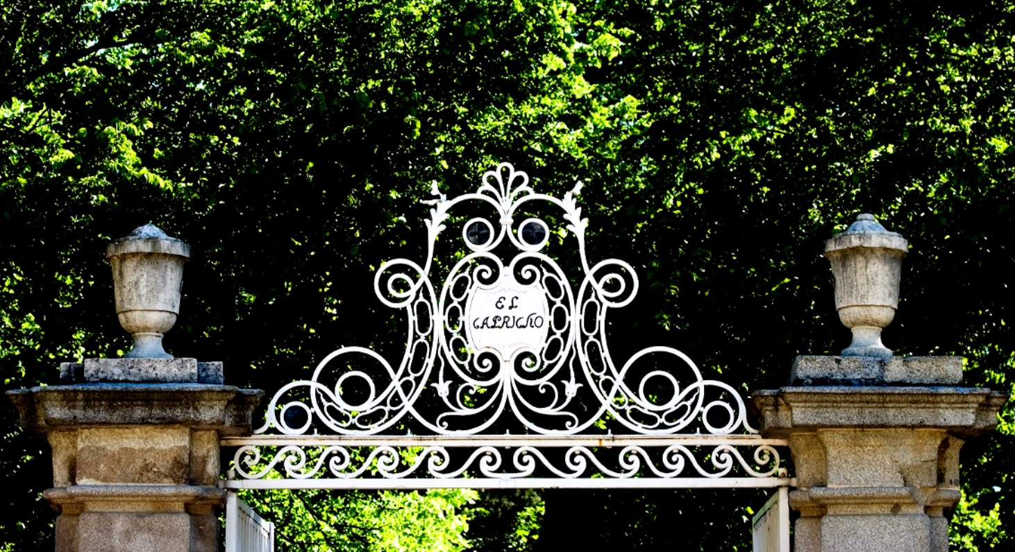 fue el origen de uno de los parques menos conocidos y ms fascinantes de todo madrid creado a finales del s xviii el jardn el capricho en madrid