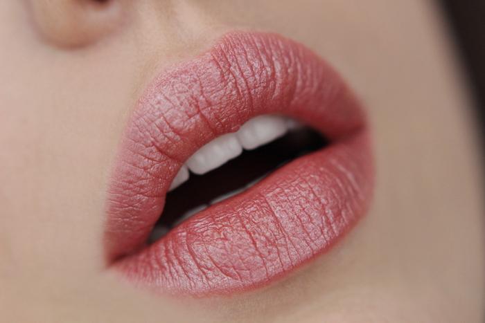 MANHATTAN Moisture Renew Lipstick Coral Kiss 410