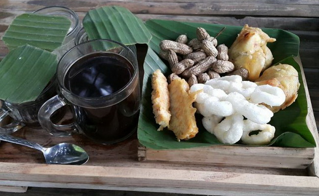 Xvlor.com Pak Rohmat Menoreh Coffee Shop in authentic Javanese culture dish