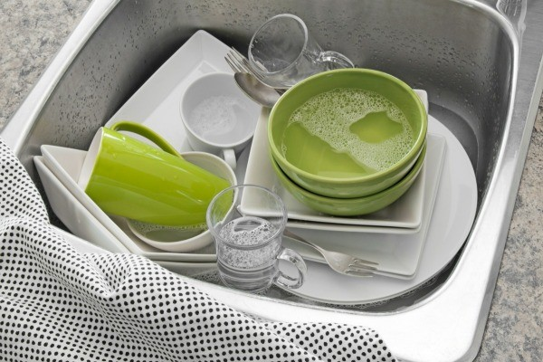 Dishes that have just been cleaned