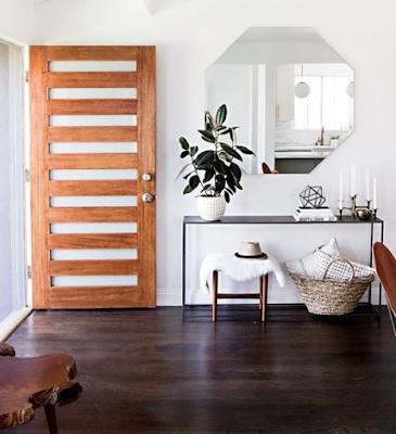 pintu kayu mainimalis
