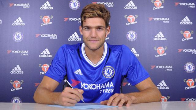 Chelsea Rampungkan Transfer Marcos Alonso