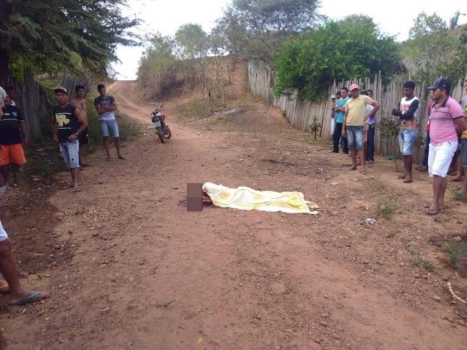 Mulher é encontrada morta  com golpes de pauladas em....