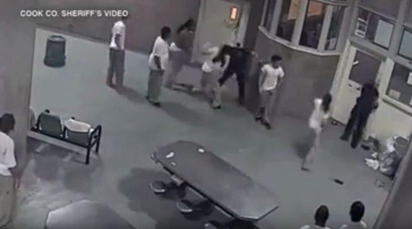 Άγριο ξύλο σε φύλακες από κρατούμενους των φυλακών του Σικάγο! (Βίντεο)
