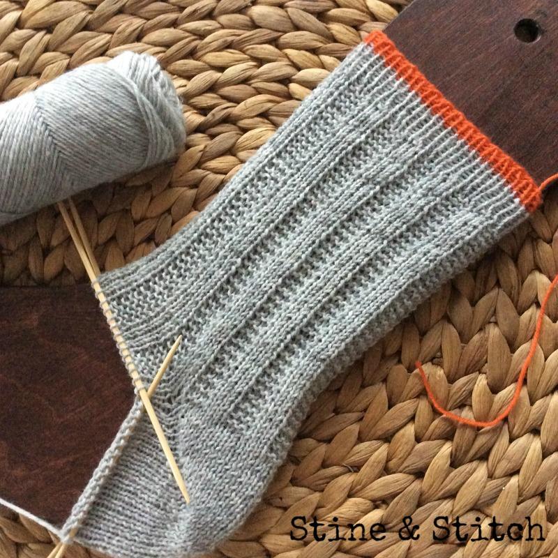 stine stitch socken mit rechten und linken maschen. Black Bedroom Furniture Sets. Home Design Ideas
