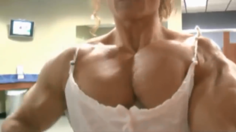 Video Amazing muscle female bodybuilder flexing biceps