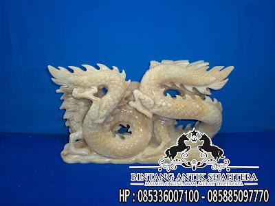 Patung Naga Tarung