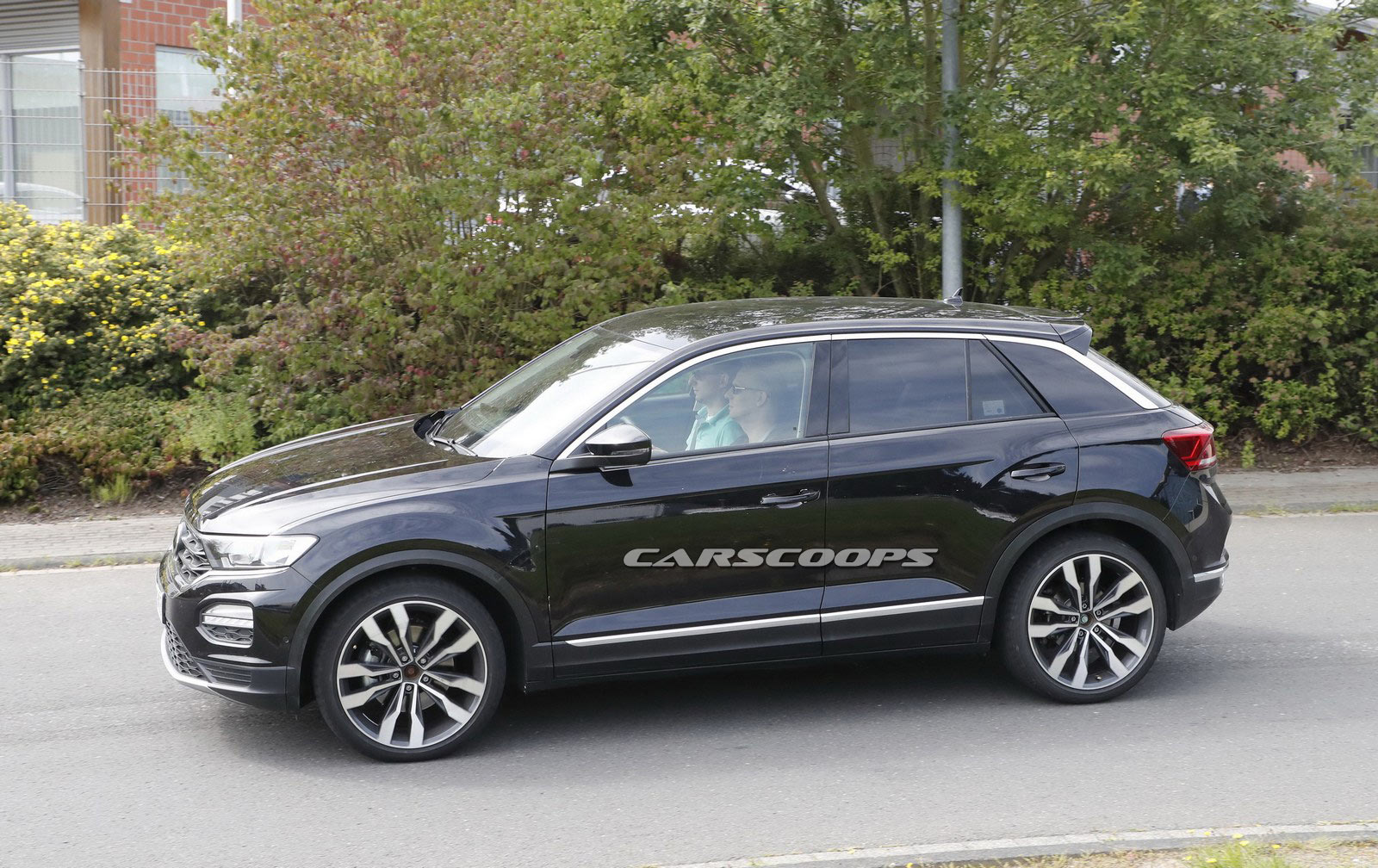 vw t roc hits the streets of germany following its big debut carscoops. Black Bedroom Furniture Sets. Home Design Ideas