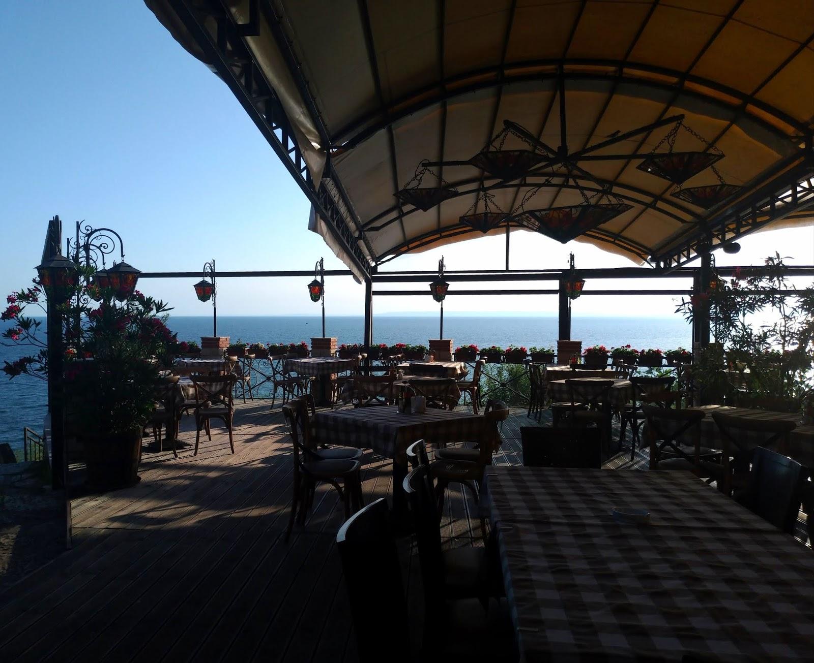 bułgarska restauracja z widokiem na morze na przylądku Kaliakra