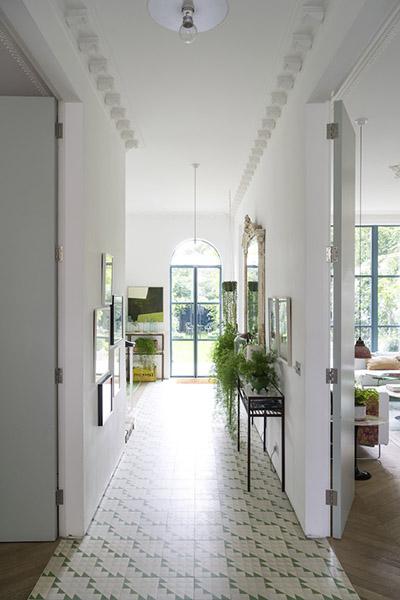 hall d'entrée décoration anglaise baie vitrée jardin
