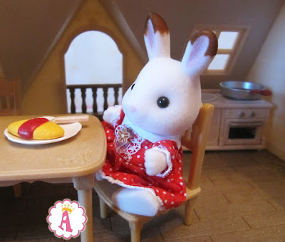 Кролик Calico Critters в красном платье