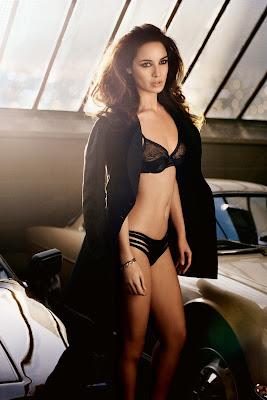 teman tidur detektif inggris paling seksi dan manis Berenice Marlohe (Sky Fall)