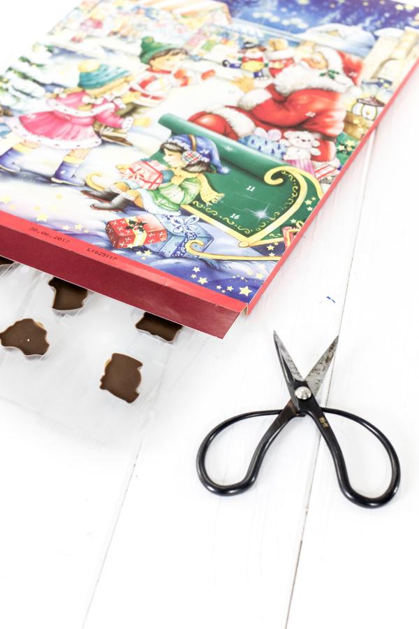 Wie man ganz leicht einen Adventskalender mit Türen bastelt - Teil 2  | by titatoni