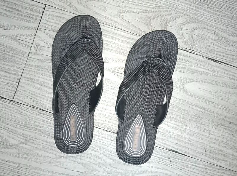 9cbfa0c89 Here—two left flip flops for one relieved me.