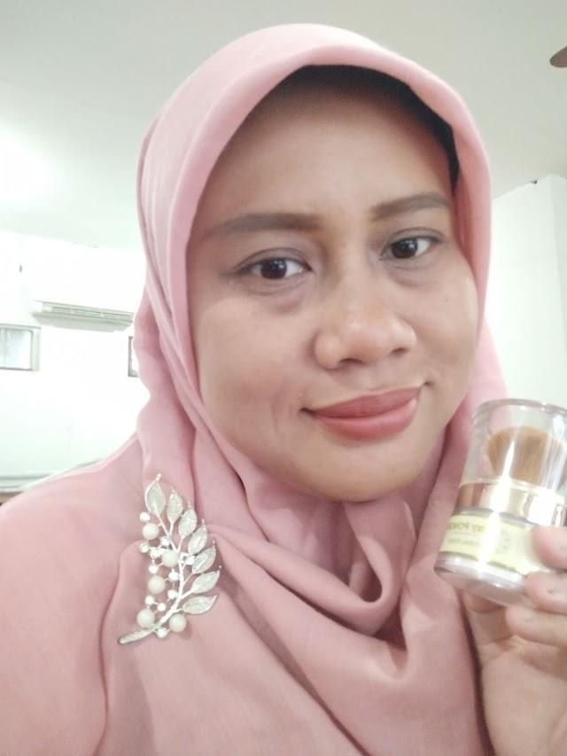 Oxy Glow Powder Natural Finish, Bedak Tabur Ringan untuk Sehari-hari