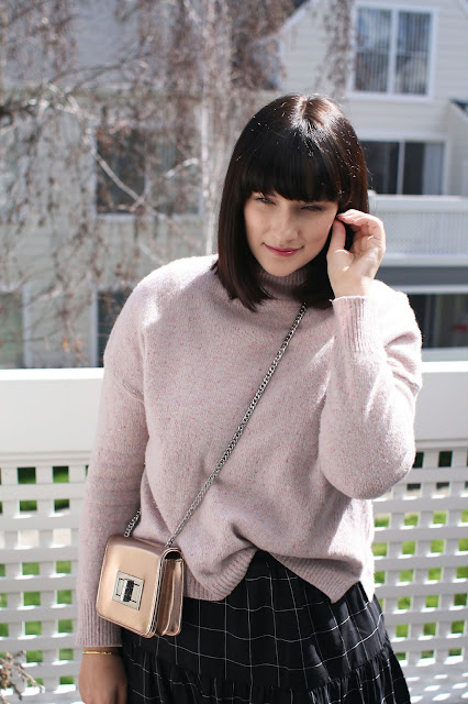 Young mom, Mom blogger, Postpartum, Fashion, Winter, Free People, Knitwear, Blush pink