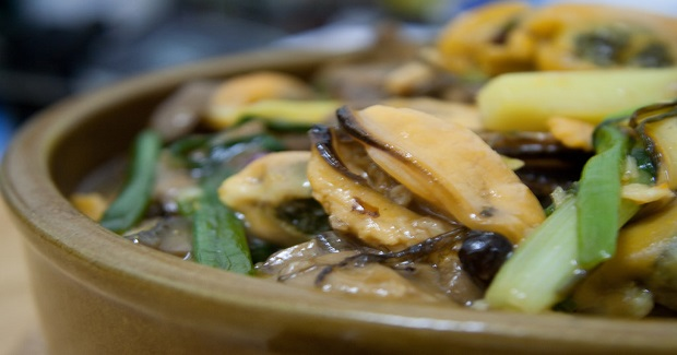 Shelled Mussels With Ginger And Spring Onions In Oyster Sauce Recipe
