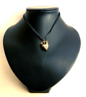 кулон в виде настоящего сердца человека заказать кулон анатомическое сердце