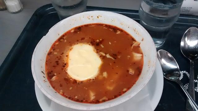 Kajsas Fisksoppa, sopa caliente de pescado con salsa de alioli (@mibaulviajero)