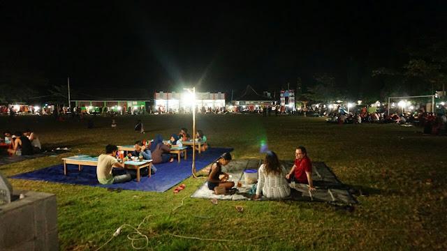 Suasana malam di Alun-alun Karimunjawa
