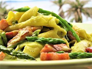 Carbonara with wild asparagus