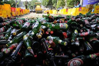ribuan botol minuman keras oplosan