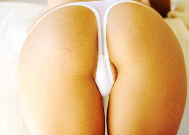 Эротика ню: Девушки в мини стрингах www.eroticaxxx.ru эротика девушек в стрингах! Через стринги видно писю, писька вылезла из стрингов