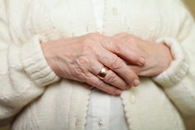 6 Surprising Diseases Your Hands Might Predict