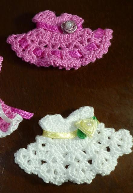 Vestidinhos de Crochê  Lembrancinha de Maternidade ou Chá de Fraldas