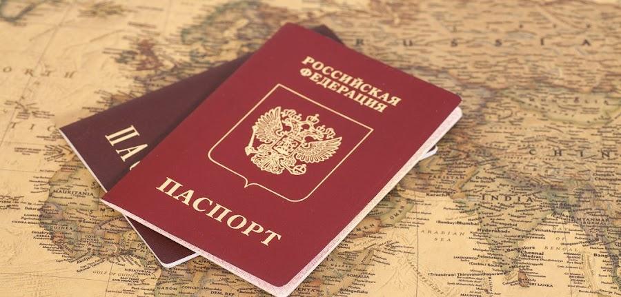 В России двум мужчинам поставили в паспортах отметки о регистрации брака
