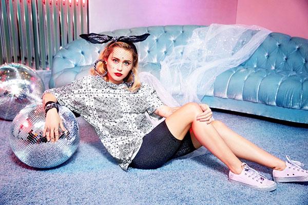 zapatillas y ropa Converse x Miley Cyrus en Bershka