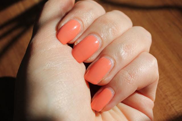 Der Miracle Gel Malibu Peach wirkt im direkten Sonnenlicht noch freundlicher, heller und frühlingshafter.
