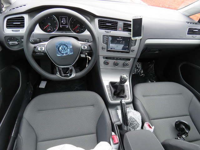 VW Golf TSI Comfortline 2017 - Flex - interior