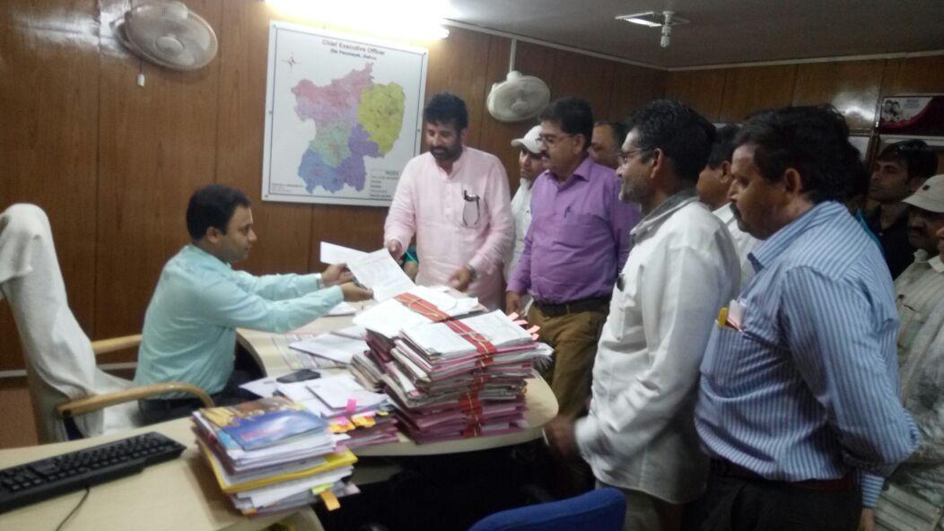 Diploma-Engineers-Union-sent-a-memorandum-to-District-Panchayat-CEO-डिप्लोमा इंजिनियर्स संघ ने जिला पंचायत सीईओ को सौपा ज्ञापन