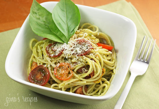SPAGHETTI WITH GARLIC SCAPE PESTO WITH TOMATOES - Food recipes