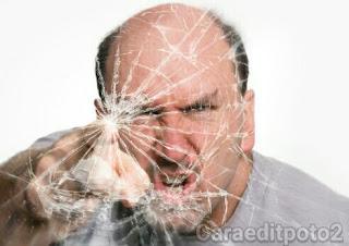http://caraeditpoto2.blogspot.com/2017/03/edit-foto-efek-kaca-pecah-broken-glass.html