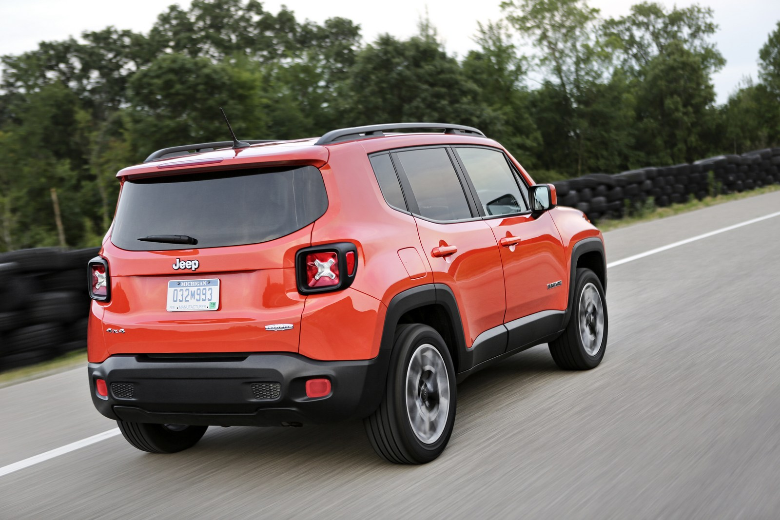 2018 jeep renegade gains an updated interior and new standard equipment carscoops. Black Bedroom Furniture Sets. Home Design Ideas