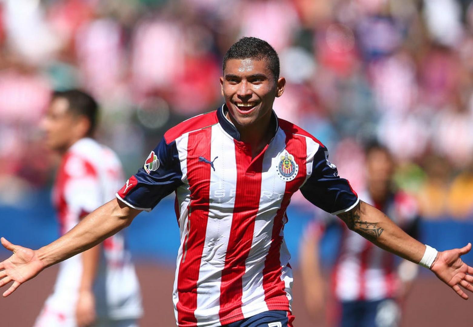 Pineda es titular indiscutible en Chivas.