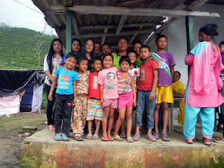 self help groups from mungpoo relief material for mirik landslides victims