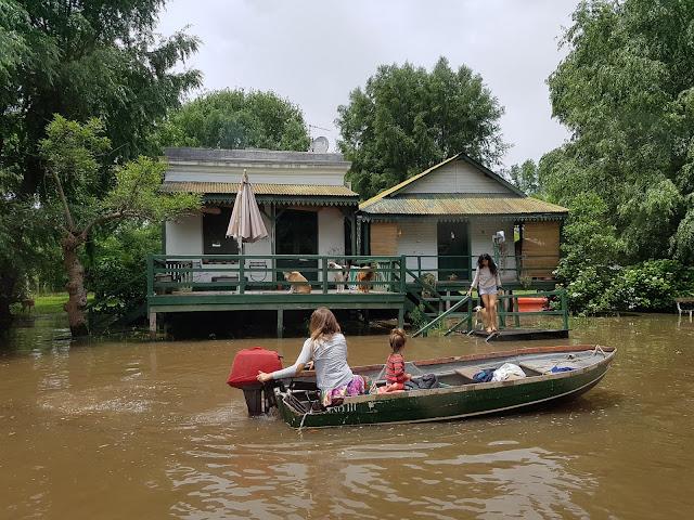 Flagramos a saída de moradores de uma das casas do rio Tigre - Delta do Tigre - Buenos Aires - Rio da Prata