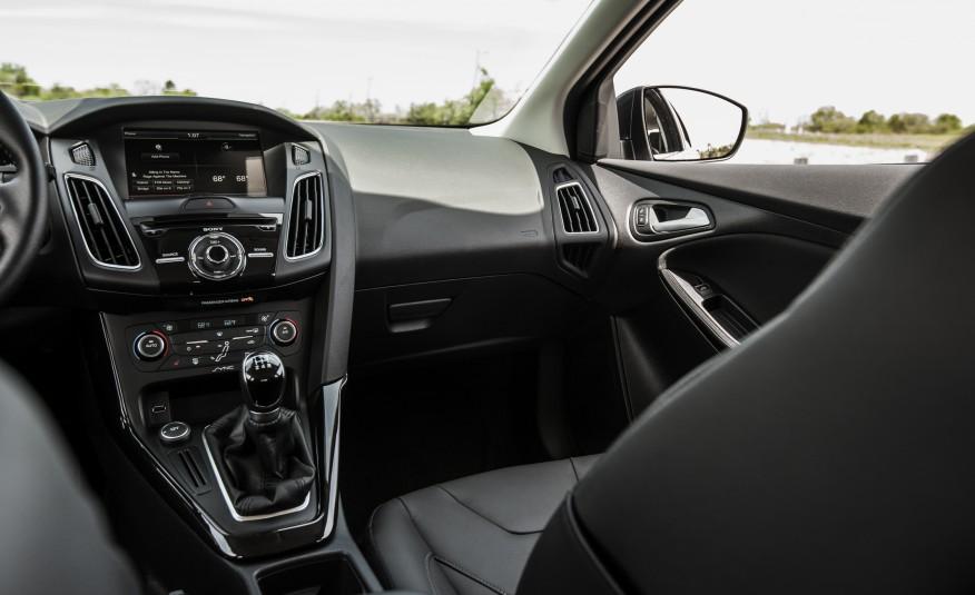Các tính năng an toàn và thông minh trên Ford Focus 2016 là hoàn hảo
