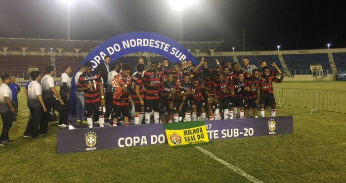 fc15e2d215 O futebol da Bahia tomou conta da Capital sergipana na noite desta segunda- feira (27). No Estádio Batistão