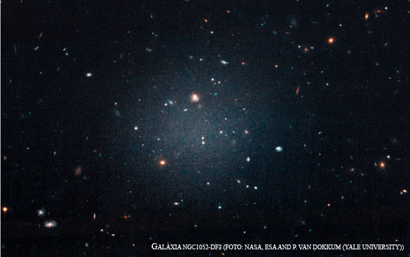GALÁXIA NGC1052-DF2 FOTO NASA ESA AND P VAN DOKKUM YALE UNIVERSITY
