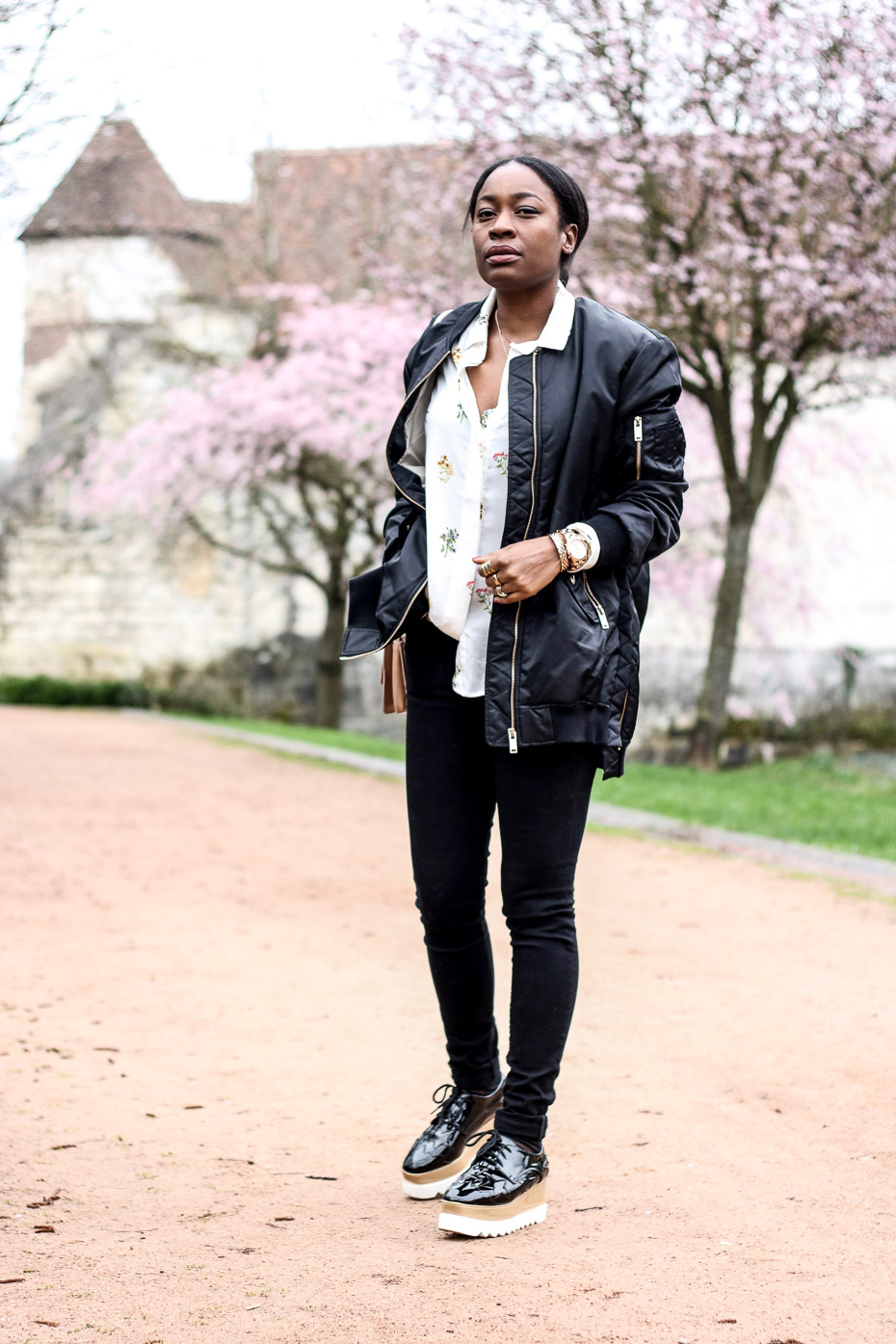 blogueuse-femme-noire-avec-un-bomber